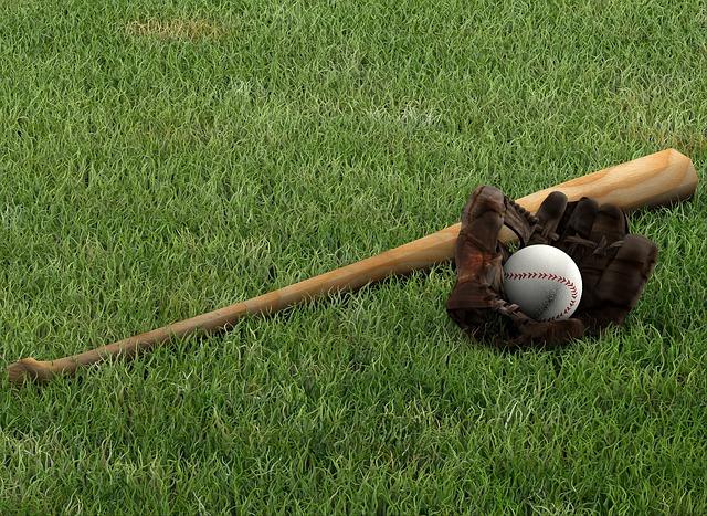 野球バットとグローブ