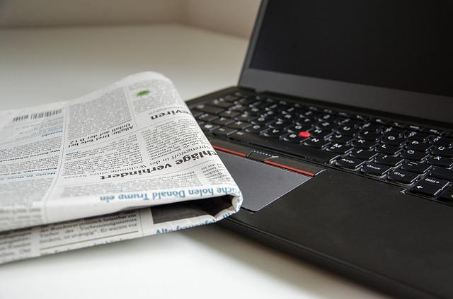 パソコンと新聞