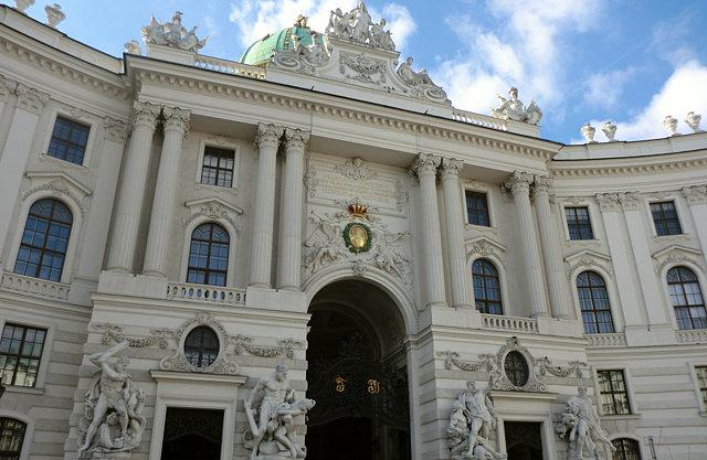 ウィーン王宮 ミヒャエル門