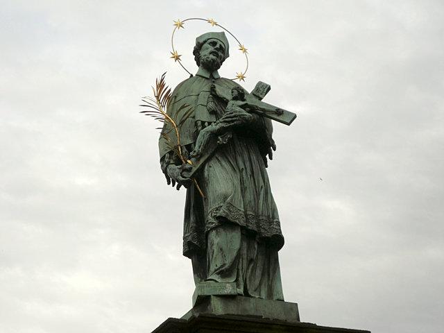 カレル橋 ヤン・ネポムツキー像