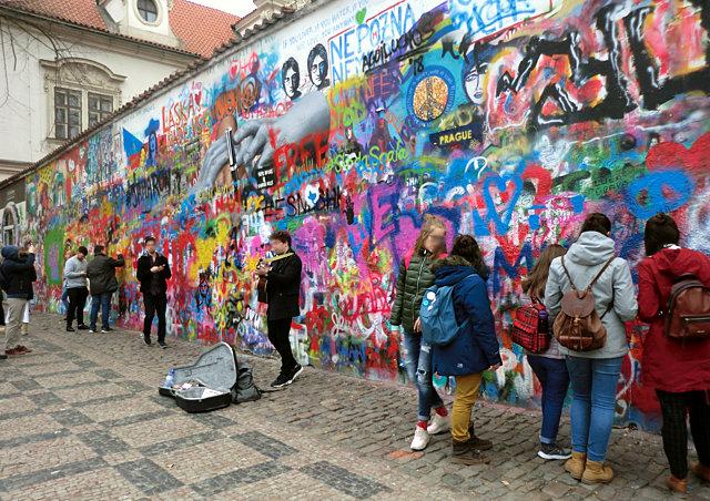 プラハ ジョン・レノンの壁