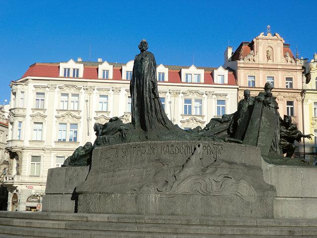 チェコ旧市街広場ヤン・フス像