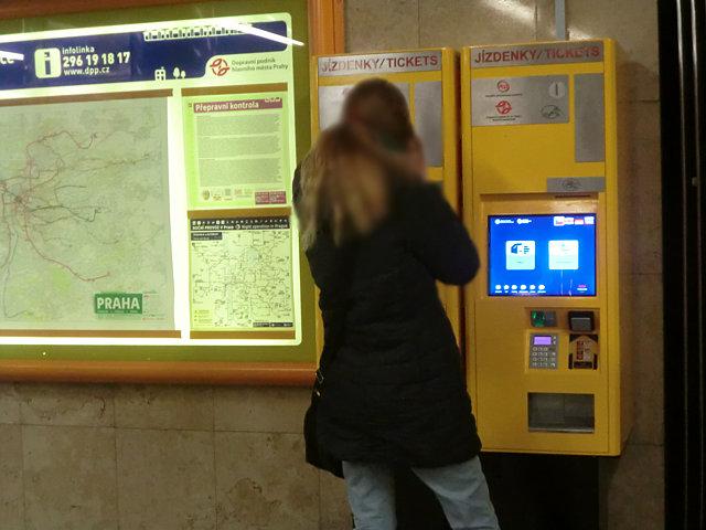 プラハの地下鉄券売機