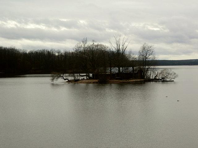 トジェボンの湖