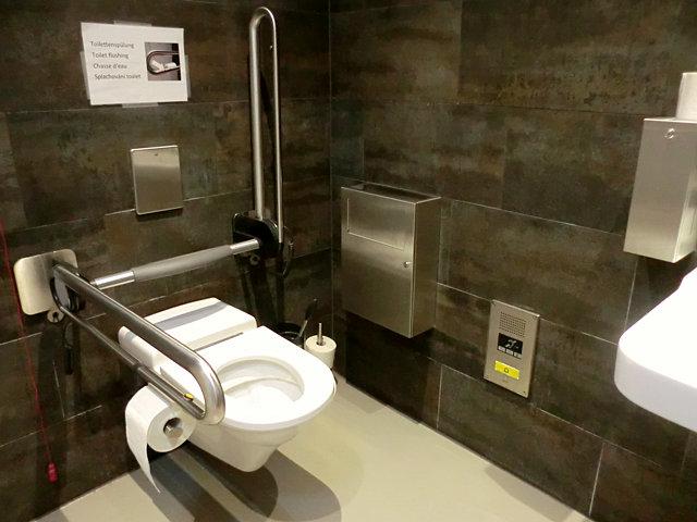 ÖBBラウンジのトイレ