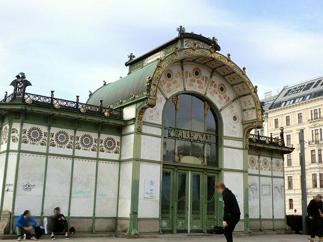 カールスプラッツ駅