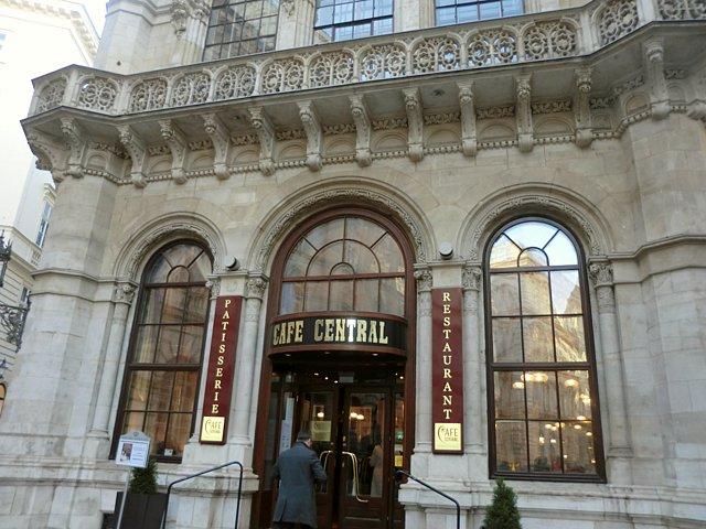 カフェ・ツェントラル入口