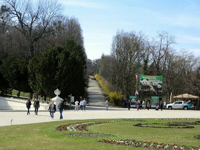 シェーンブルン宮殿グロリエッテへの道